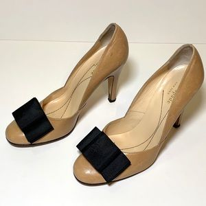 KATE SPADE Nude Leather Pumps w/ black bow at toes